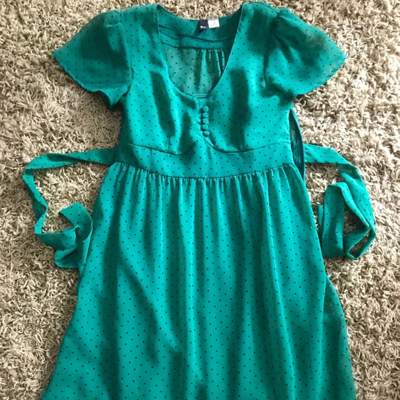 H&M Dresses & Skirts - H & M green with black polka dot dress size 36 S